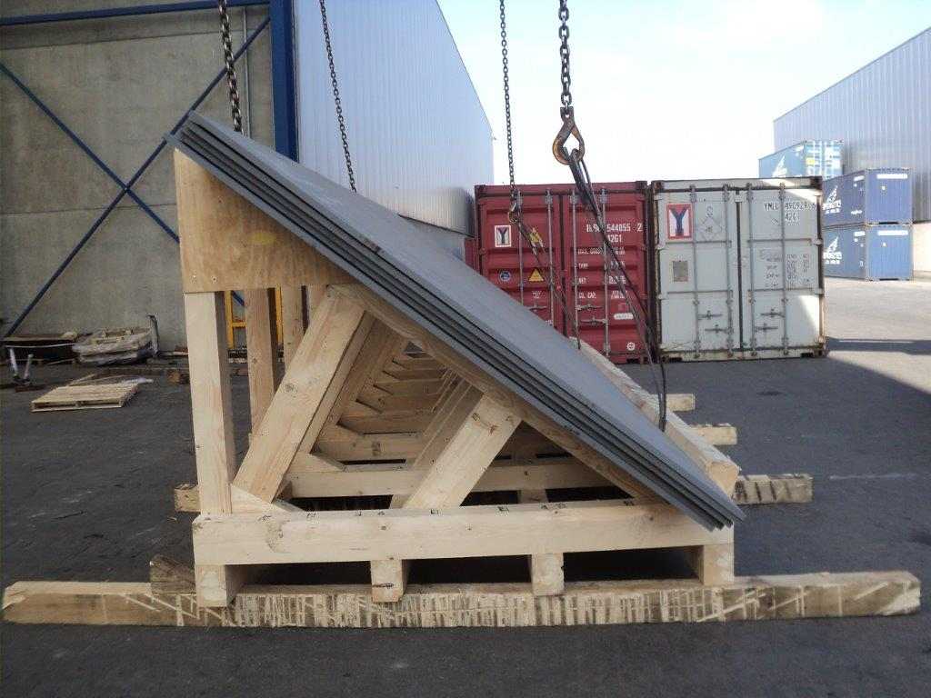 PNI LOGITICS PROJECT LOGISTICS INDUSTRIAL PACKING - steel pale in wooden frame for stuffing